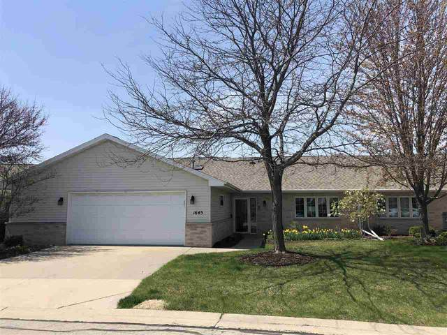 1645 Twin Lakes Circle, Green Bay, WI 54313 (#50234939) :: Todd Wiese Homeselling System, Inc.