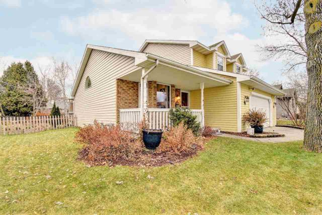 1368 Lindale Lane, Green Bay, WI 54313 (#50175343) :: Todd Wiese Homeselling System, Inc.