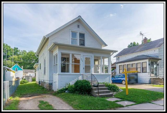 320 E Quincy Street, New London, WI 54961 (#50185952) :: Dallaire Realty