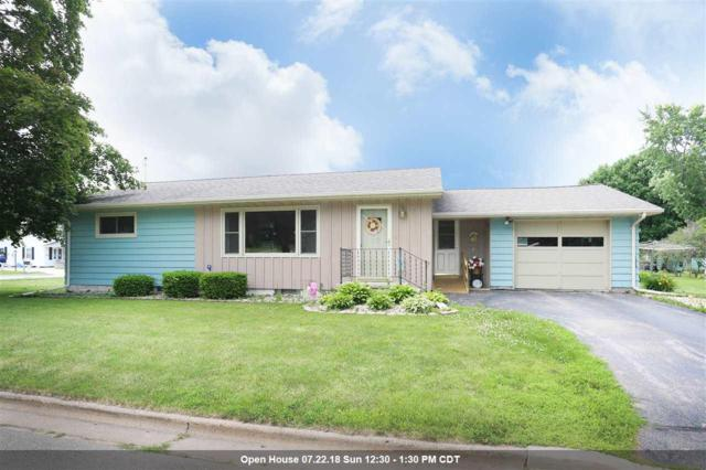 389 Center Street, Manawa, WI 54949 (#50186586) :: Todd Wiese Homeselling System, Inc.