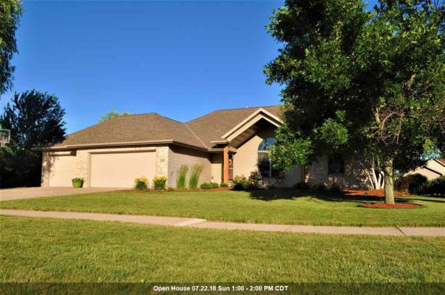2385 Red Tail Glen, De Pere, WI 54115 (#50187897) :: Todd Wiese Homeselling System, Inc.