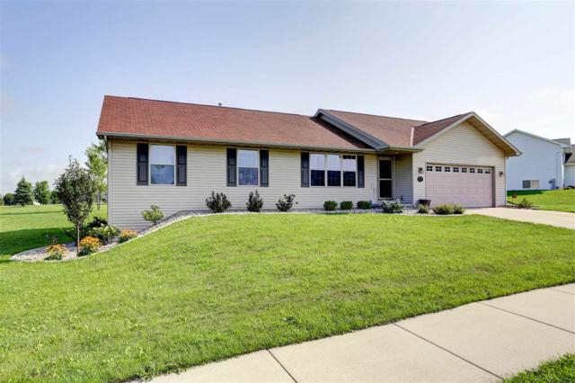 2332 Olde Country Circle, Kaukauna, WI 54115 (#50189378) :: Todd Wiese Homeselling System, Inc.