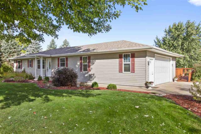 W9334 Oakwood Drive, Hortonville, WI 54944 (#50192594) :: Todd Wiese Homeselling System, Inc.
