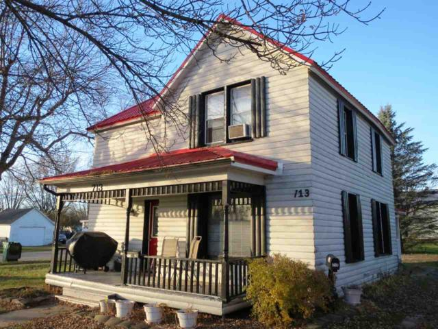 713 W Waupaca Street, New London, WI 54961 (#50194070) :: Todd Wiese Homeselling System, Inc.
