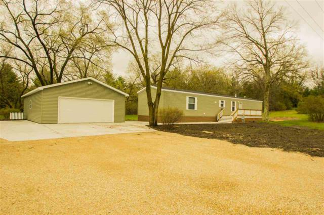 1703 Hwy Ee, Redgranite, WI 54970 (#50195307) :: Dallaire Realty