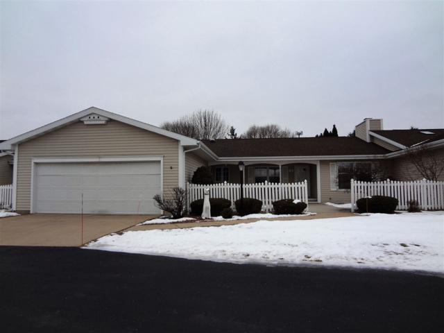 52 Fiesta Court C, Appleton, WI 54911 (#50196696) :: Todd Wiese Homeselling System, Inc.