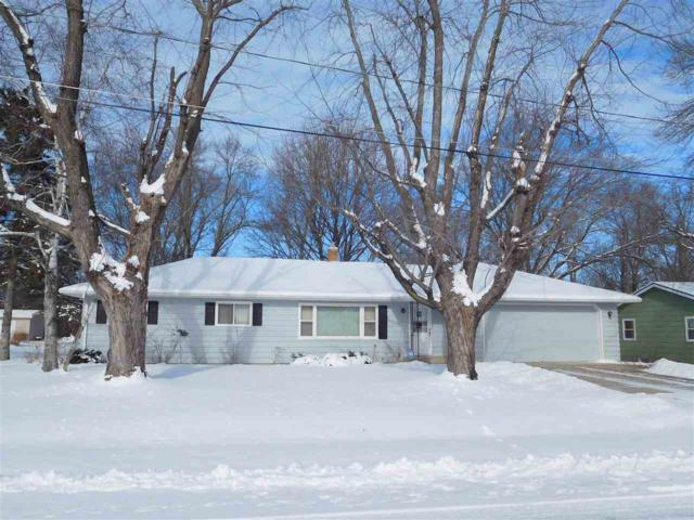 42 Welle Drive, Oshkosh, WI 54902 (#50197232) :: Todd Wiese Homeselling System, Inc.