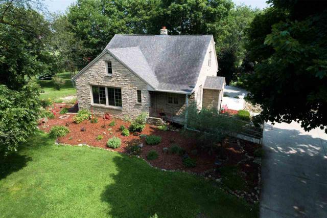 1480 Oakridge Road, Neenah, WI 54956 (#50197633) :: Todd Wiese Homeselling System, Inc.