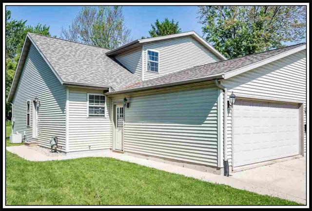907 Ridgeway Drive, New London, WI 54961 (#50200303) :: Symes Realty, LLC