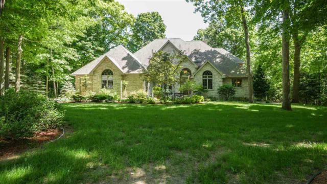 3004 River Forest Hills Drive, Pulaski, WI 54162 (#50202436) :: Dallaire Realty