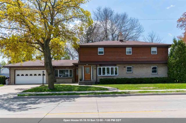 527 N Badger Avenue, Appleton, WI 54914 (#50202962) :: Dallaire Realty