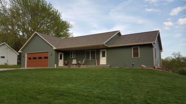 560 N Nash Street, Hortonville, WI 54944 (#50203113) :: Dallaire Realty