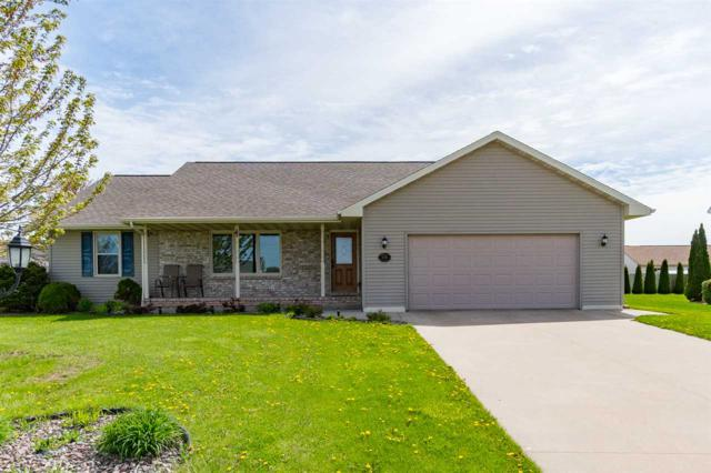 2140 Olde Country Circle, Kaukauna, WI 54130 (#50203145) :: Dallaire Realty