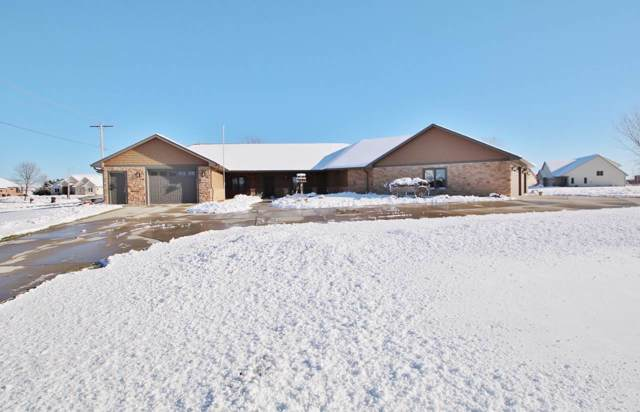 2121 Fox Point Circle, De Pere, WI 54115 (#50204915) :: Todd Wiese Homeselling System, Inc.