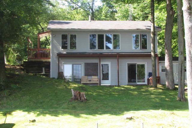 N1354 W Stratton Road, Waupaca, WI 54981 (#50205555) :: Todd Wiese Homeselling System, Inc.