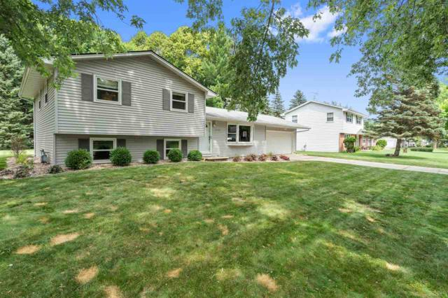 1550 Sherwood Drive, Green Bay, WI 54313 (#50207205) :: Todd Wiese Homeselling System, Inc.
