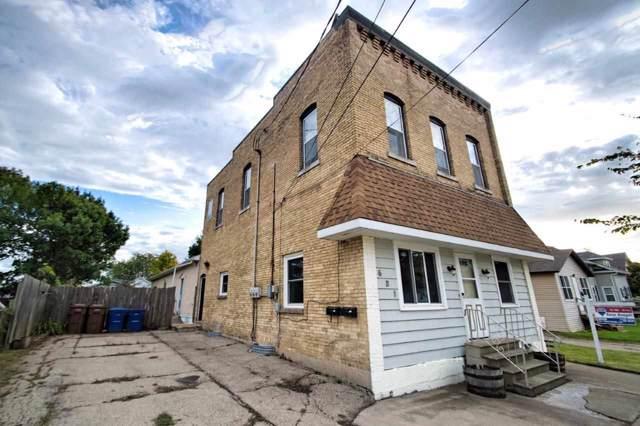 621 5TH Street, Menasha, WI 54952 (#50210574) :: Todd Wiese Homeselling System, Inc.