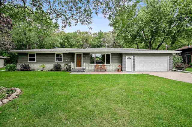 21 Sunrise Court, Appleton, WI 54914 (#50210586) :: Todd Wiese Homeselling System, Inc.
