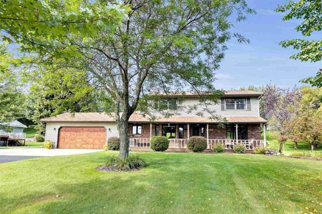 2558 Country Meadow Court, Green Bay, WI 54313 (#50211274) :: Symes Realty, LLC