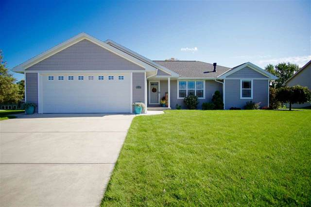 1008 Chapel Hill Circle, Green Bay, WI 54313 (#50212199) :: Todd Wiese Homeselling System, Inc.