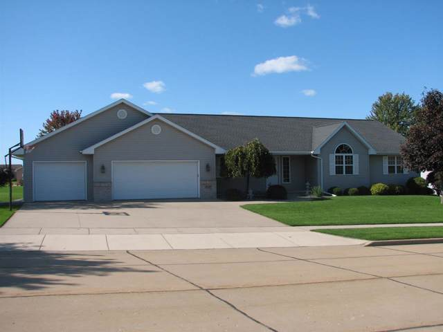 2129 Olde Country Circle, Kaukauna, WI 54130 (#50212298) :: Dallaire Realty