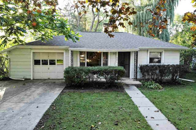 540 Clover Lane, Green Bay, WI 54301 (#50212399) :: Todd Wiese Homeselling System, Inc.