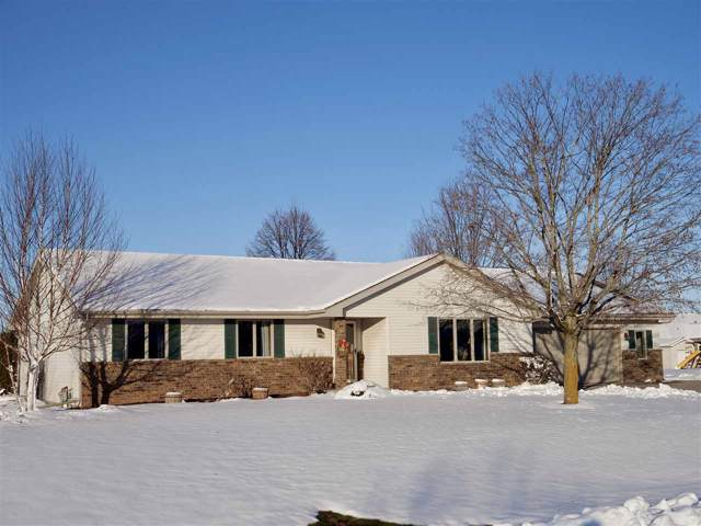 W6628 Emerald Lane, Greenville, WI 54942 (#50214577) :: Todd Wiese Homeselling System, Inc.