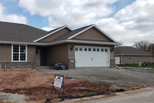 857 Mahogany Circle, De Pere, WI 54115 (#50215334) :: Todd Wiese Homeselling System, Inc.