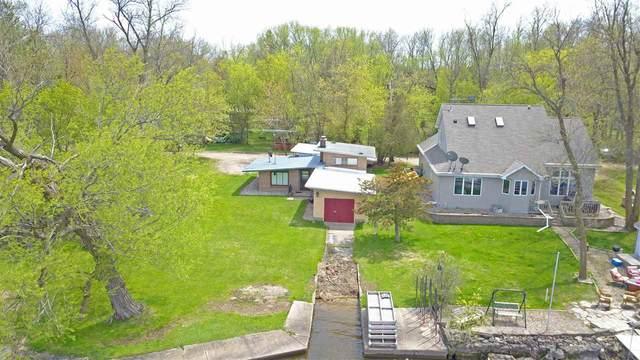 8880 Lakeside Lane, Winneconne, WI 54986 (#50217504) :: Todd Wiese Homeselling System, Inc.