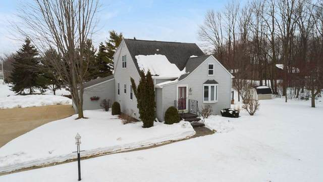 605 Heritage Road, Luxemburg, WI 54217 (#50217938) :: Todd Wiese Homeselling System, Inc.
