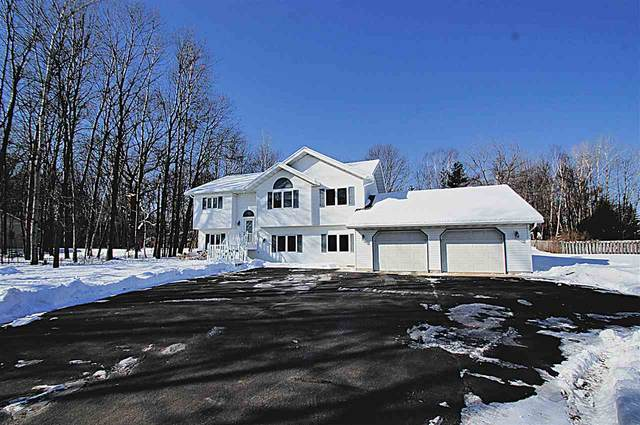 2469 Lakeview Drive, Suamico, WI 54173 (#50218557) :: Todd Wiese Homeselling System, Inc.