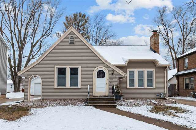 1108 W Oklahoma Street, Appleton, WI 54914 (#50219427) :: Todd Wiese Homeselling System, Inc.