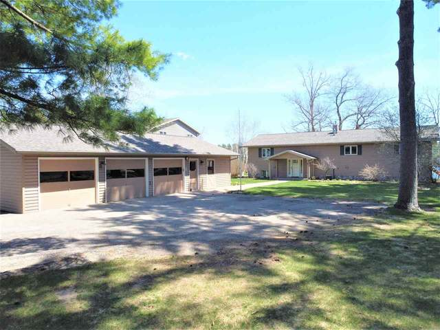 N2980 Highland Lane, Waupaca, WI 54981 (#50220212) :: Todd Wiese Homeselling System, Inc.