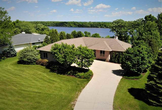 2821 Legend Lane, De Pere, WI 54115 (#50220637) :: Todd Wiese Homeselling System, Inc.
