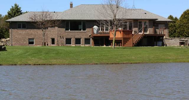 7674 Center Road, Neenah, WI 54956 (#50221202) :: Todd Wiese Homeselling System, Inc.
