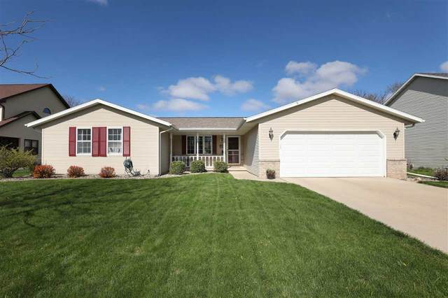 2172 Meadow Green Drive, Neenah, WI 54956 (#50221435) :: Todd Wiese Homeselling System, Inc.