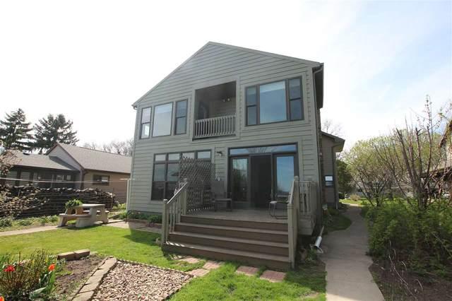 2928 Shorewood Drive, Oshkosh, WI 54901 (#50221482) :: Todd Wiese Homeselling System, Inc.