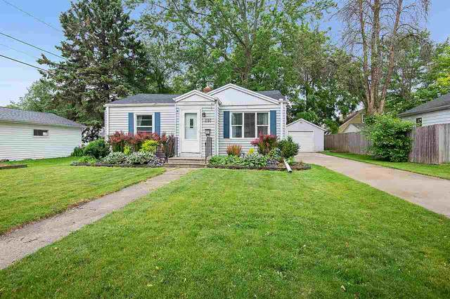 1197 8TH Street, Green Bay, WI 54304 (#50224098) :: Carolyn Stark Real Estate Team
