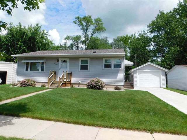 413 SW Ceresco Street, Berlin, WI 54923 (#50224164) :: Todd Wiese Homeselling System, Inc.