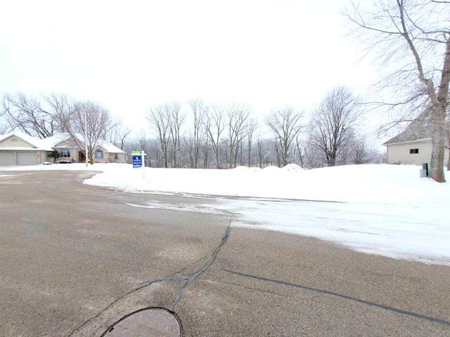 1079 Golf View Drive, Brillion, WI 54110 (#50225470) :: Todd Wiese Homeselling System, Inc.
