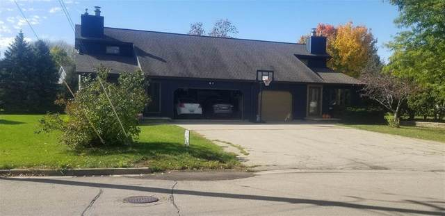 930 Meadowview Drive, Menasha, WI 54952 (#50230050) :: Ben Bartolazzi Real Estate Inc