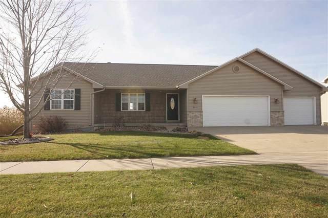 3401 Fieldcrest Drive, Kaukauna, WI 54130 (#50232506) :: Todd Wiese Homeselling System, Inc.