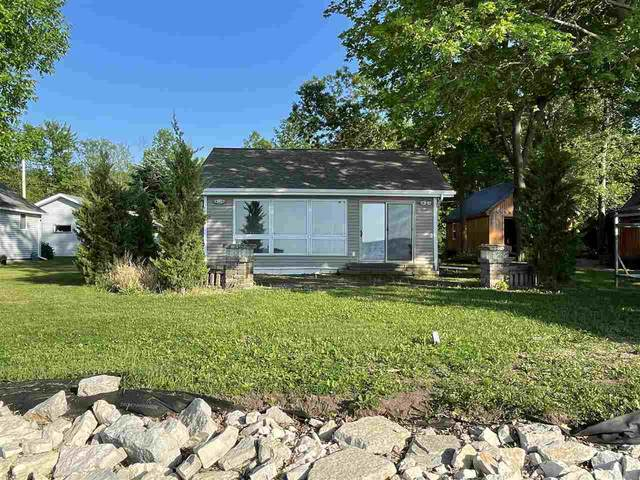 4805 Edgewater Beach Road, Green Bay, WI 54311 (#50234812) :: Todd Wiese Homeselling System, Inc.