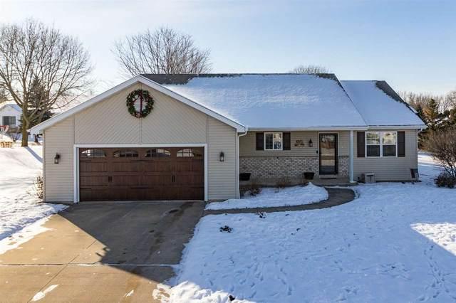 1439 W Woodstone Drive, Appleton, WI 54914 (#50234910) :: Carolyn Stark Real Estate Team