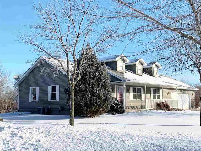 N1843 Medina Drive, Greenville, WI 54942 (#50235031) :: Town & Country Real Estate