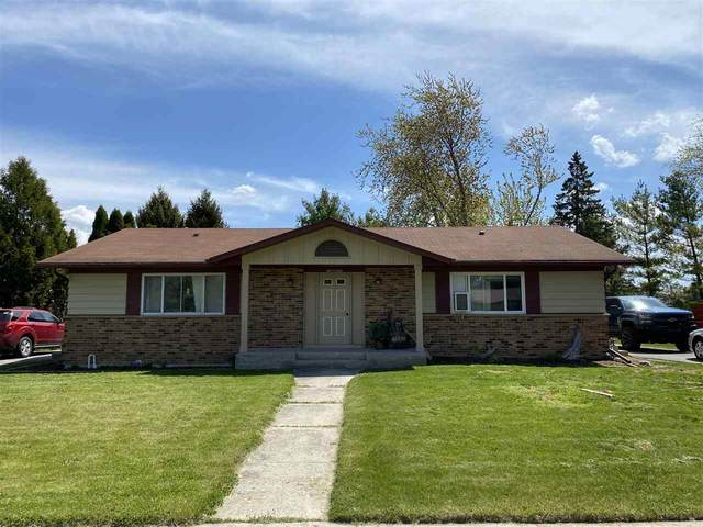 1604 Coolidge Drive, New Holstein, WI 53061 (#50236860) :: Todd Wiese Homeselling System, Inc.