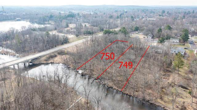 755 Leighton Road, Waupaca, WI 54981 (#50237411) :: Dallaire Realty