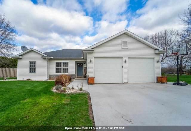 8370 Moeser Lane, Larsen, WI 54947 (#50239204) :: Todd Wiese Homeselling System, Inc.