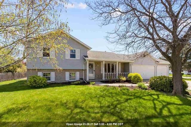 3404 N Suncrest Lane, Appleton, WI 54914 (#50239710) :: Todd Wiese Homeselling System, Inc.