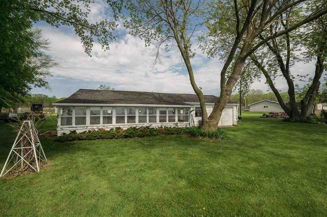 2682 Kunzer Beach Lane, Little Suamico, WI 54141 (#50241572) :: Symes Realty, LLC